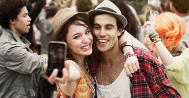 3 Huge Signs You are in the Friend Zone