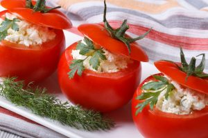 tomato stuffed with cottage cheese and parsley